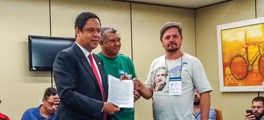 Manifesto do FAMA contra a privatização do saneamento é entregue na Câmara dos Deputados