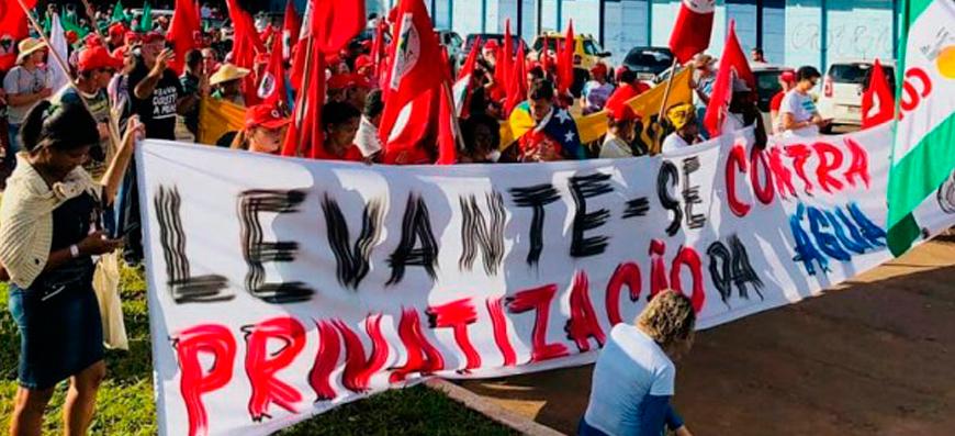 Milhares protestam em Brasília contra a privatização da água