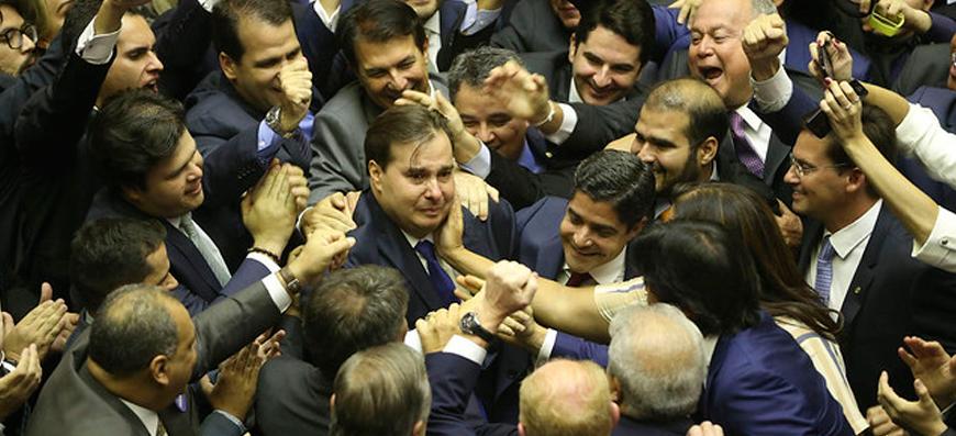 Patrimônio de políticos a favor da reforma da Previdência é de R$ 1,9 milhão em média